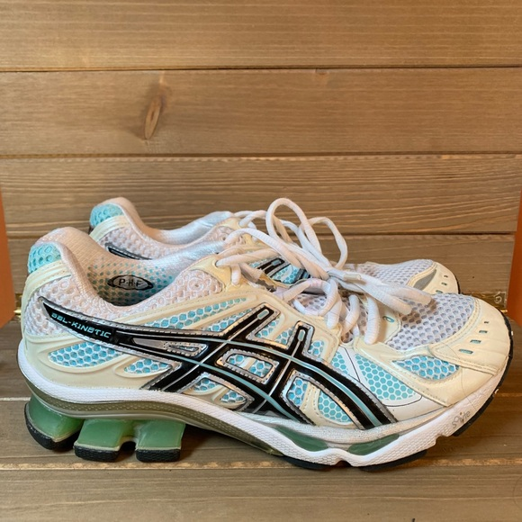 ASICS Women's GEL Kinetic 4 Running Shoe